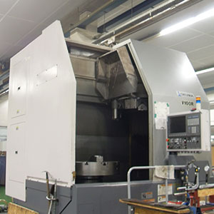 Okuma V100R Abwälz-Fräsmaschinen